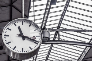 tarin station clock