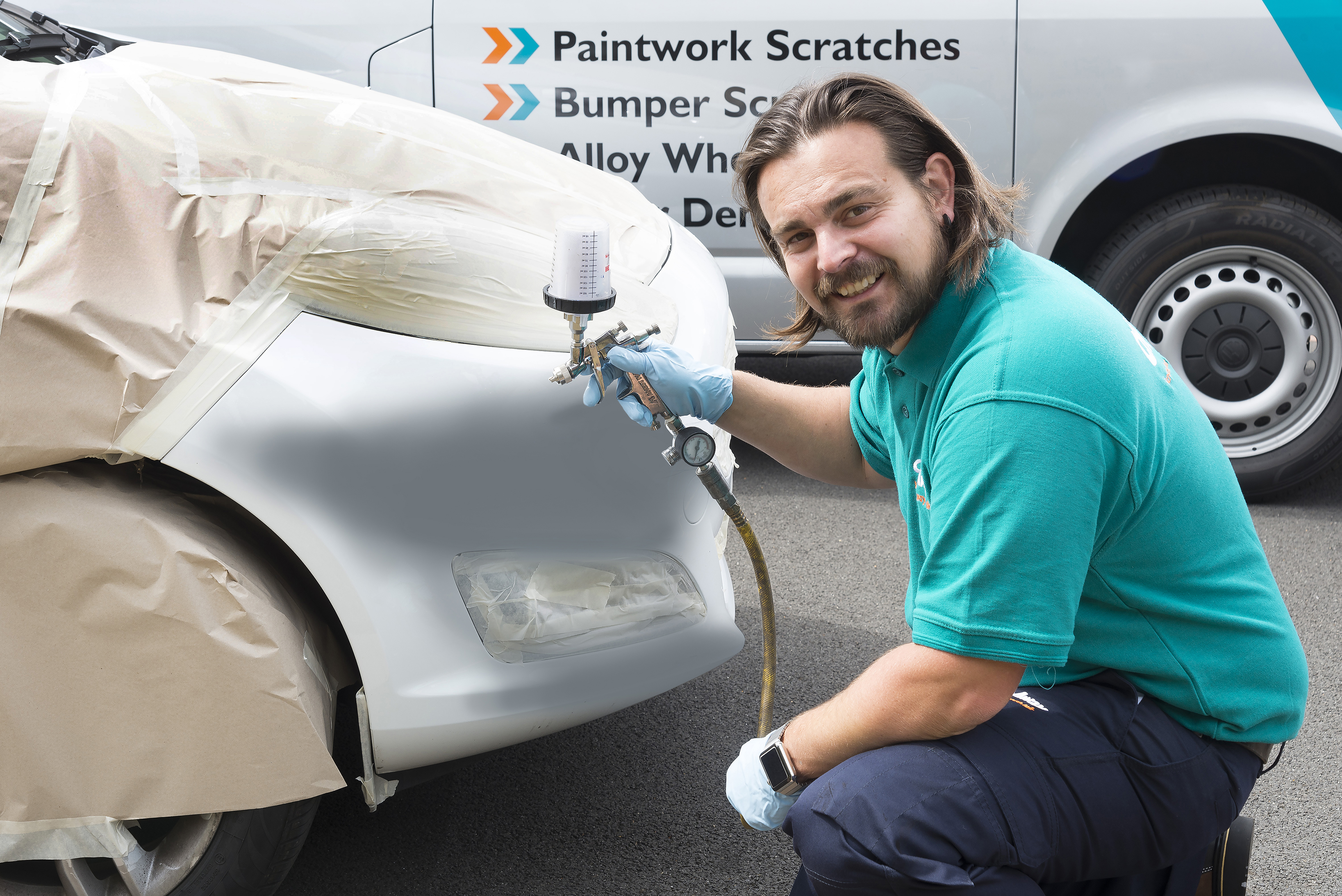 ChipsAway Franchisee Spraying Car